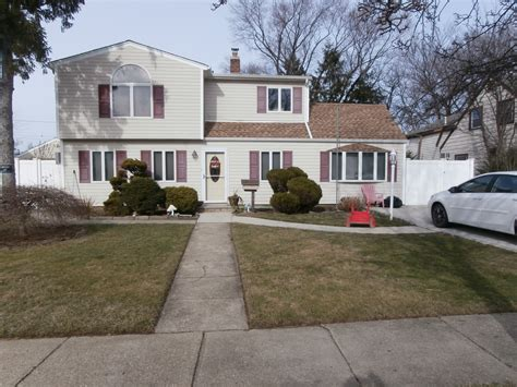 Homes For Sale In Levittown Ny by 35 Book Levittown Ny 11756 For Sale Homes