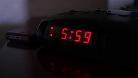alarm clock that turns on light a turns the alarm when a digital alarm clock turns