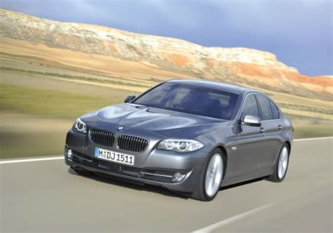 Cars That Get 30 Mpg by In Pictures Luxury Cars That Get 30 Mpg Or Better