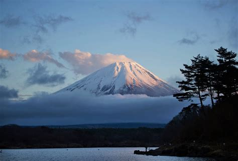 Bor Fujiyama the gallery for gt mount fuji erupting with lava