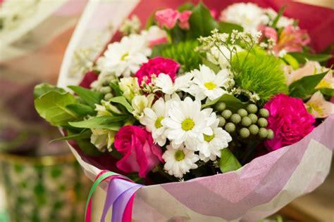fiori per un compleanno mazzo di fiori di compleanno quale scegliere per un amica