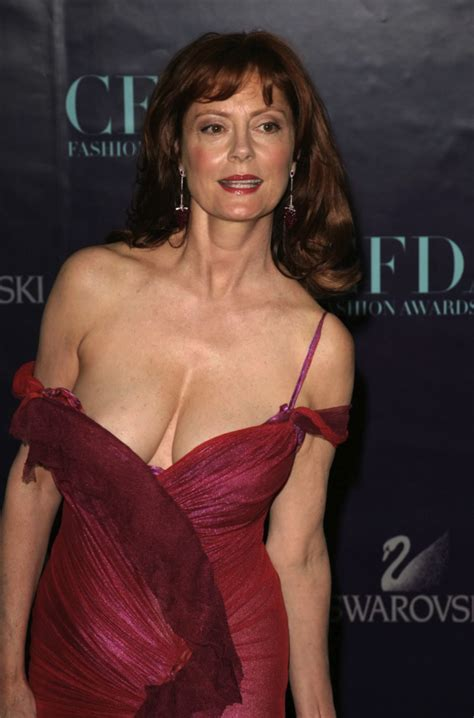 susan sarandon s near wardrobe malfunction 171 bits and pieces