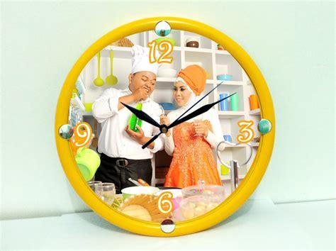 cetak jam dinding pakai foto sendiri ekslusif cocok untuk kado stock update jam dinding dengan foto kalian yuk cocok