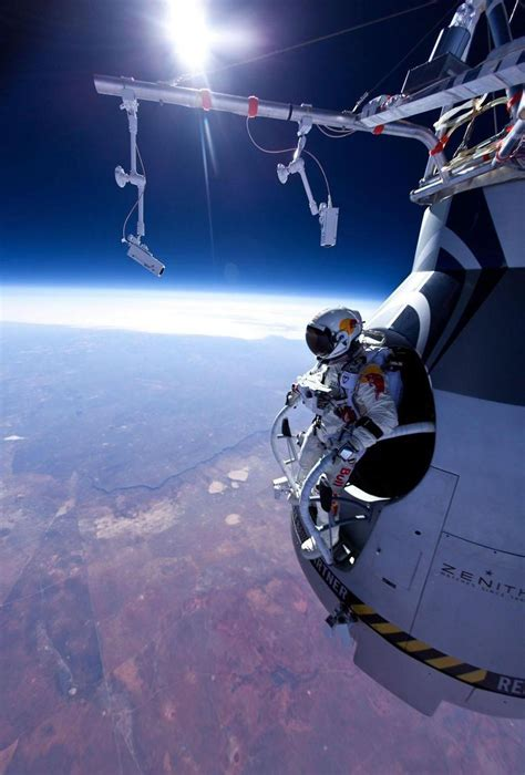 space dive current events images felix baumgartner space dive hd