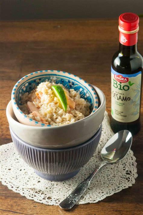 olio di sesamo per cucinare riso integrale con salmone miele lime e olio di sesamo