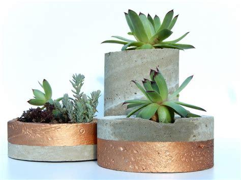 Fabriquer Pot De Fleur En Ciment by Diy Des Pots D 233 Co En Ciment Et Cuivre Trop Facile