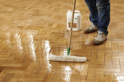 Hardwood and laminate wood flooring fitting and