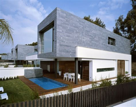 simple casa moderna con fachada de ladrillo gris