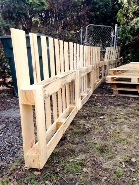 Herb Garden Planter by 9 Ingenius Pallet Fence Ideas Anyone Can Make