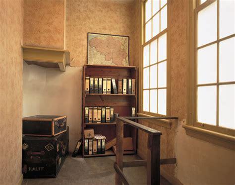 Anne Frank Bookcase Door Webklik Nl Onderduiken