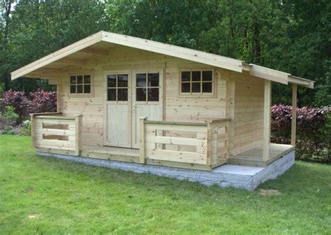 bois pour abri de jardin construire les fondations pour un abri de jardin terrasse bois
