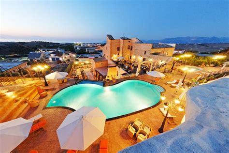 alberghi con piscina in hotel 4 stelle vicino a centro di alcamo ed al mare con