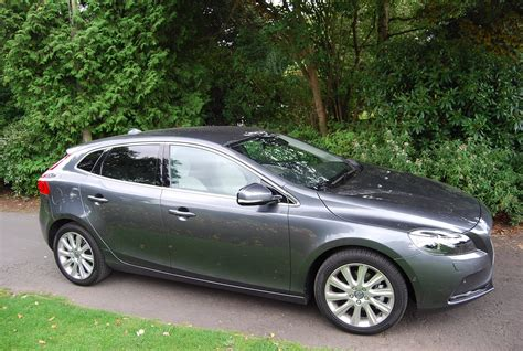 volvo d2 review volvo v40 d2 powershift review driving torque