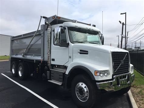 volvo dump trucks  sale