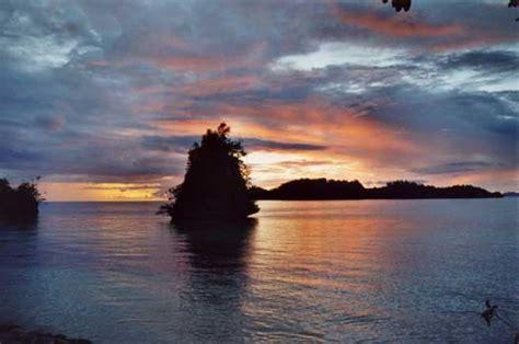 testo dall al tramonto foto indonesia isole togian