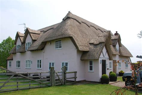 straw thatched roof types of thatch roof identification the thatchers