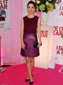 Pretty in plum rose byrne lit up the red carpet at the australian