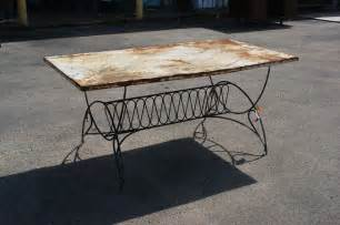 Vintage Patio Table 5 5 Ft Vintage Deco Metal Outdoor Patio Dining Table 20 Sale Ebay