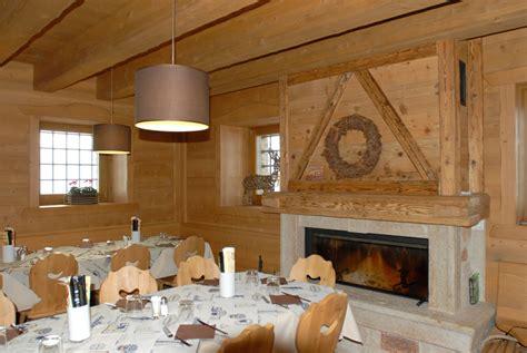 sala camini sala ristorante camino legno segala arredamenti
