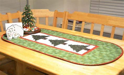 pattern for christmas tree table runner 8 christmas table runner patterns that stitch up quick