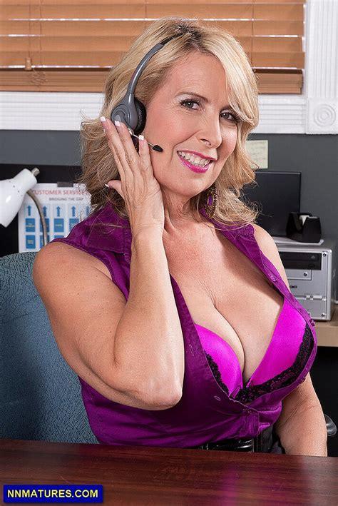 laura layne busty mom pics laura layne 04 jpg 801 215 1199 beautiful