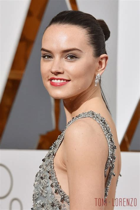 oscars 2016 daisy ridley in chanel couture tom lorenzo