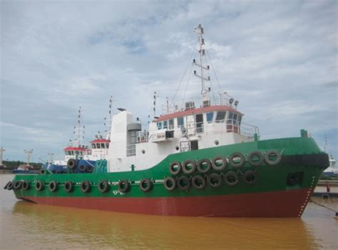 tugboat batam 31m tugboat 3200bhp tugboat 3200hp tug cummins engine