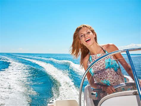 motorboot fahren frau urlaubster pronautik in wien