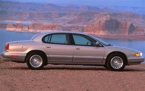 used 1995 chrysler lhs sedan pricing features edmunds used 1994 chrysler lhs pricing for sale edmunds