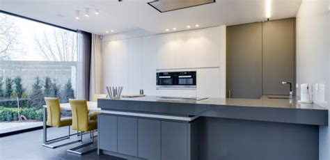 minimalistisch hout interieur minimalistisch interieur in wit en grijstinten van den