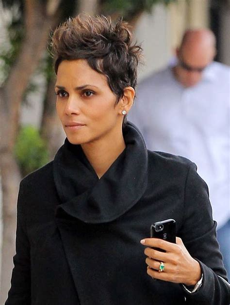 feathered hairstyles for halle berry 1000 ideas about halle berry haircut on