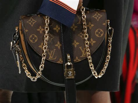 Louis Vuitton Runway Chain It Handbags 226 louis vuitton s 2018 runway bags went in an angular minimal direction purseblog