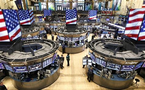 Nyse Floor by Nyse Floor Trading Resumes After 3 5 Hours Of Suspension