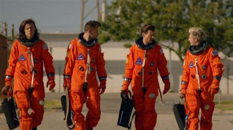 one direction s harry styles has been getting fitness tips nasa have a pic signed by one direction s harry styles