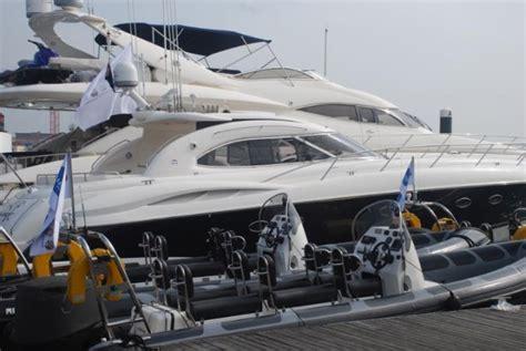 yacht hire uk luxury sunseeker yacht hire solent marine events