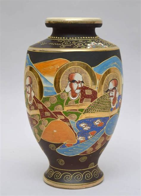 vaso satsuma japanese satsuma moriage vase circa 1920 for sale at 1stdibs
