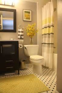 Yellow Bathroom Ideas by 25 Best Ideas About Yellow Bathroom Decor On Pinterest