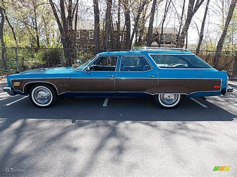 blue station wagon 1975 spectre blue oldsmobile custom cruiser station wagon