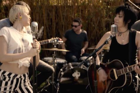 miley cyrus backyard sessions album miley cyrus joan jett perform different for happy