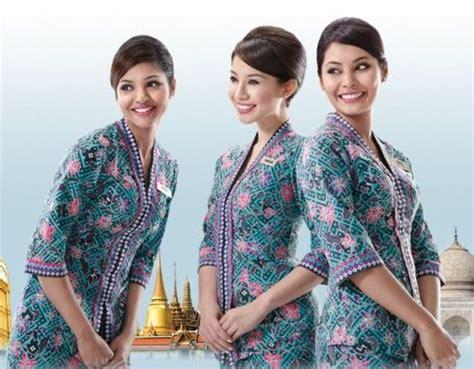 desain dress panjang batik modern model pakaian batik untuk pramugari trend baju batik