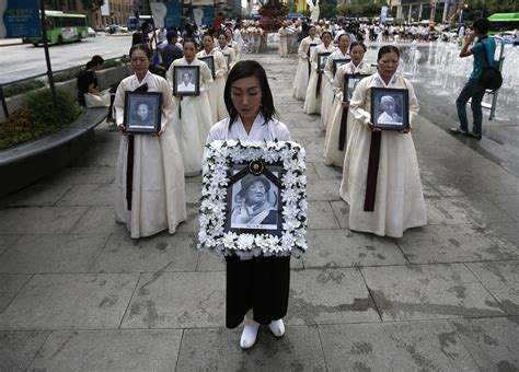 comfort women japan south korea and japan to hold rare official talks on