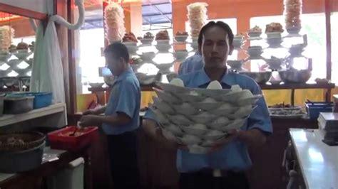 rumah makan padang susun piring tradisi indonesia