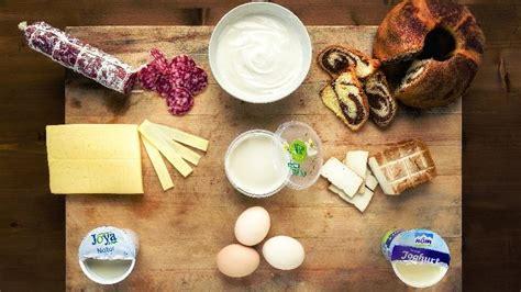wann sind eier noch gut haltbarkeit wie lange sind abgelaufene eier joghurt und