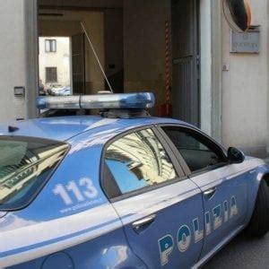 portiere d albergo roma quot come sei quot e palpeggia turista arrestato