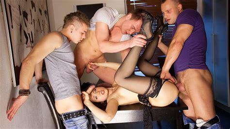 Free group porno movies