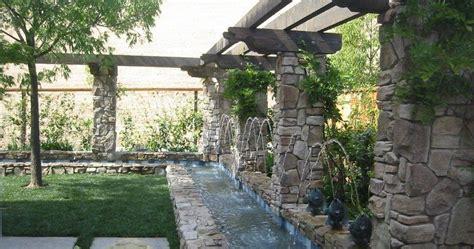fuentes patio fuente de agua en jardin patios y jardines