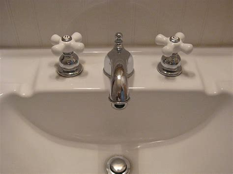 Style Bathroom Sink Faucets by Vintage Style Bathroom Fixtures Style Bathroom