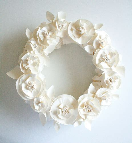 paper flower wreath tutorial it s written on the wall wreaths butcher paper book