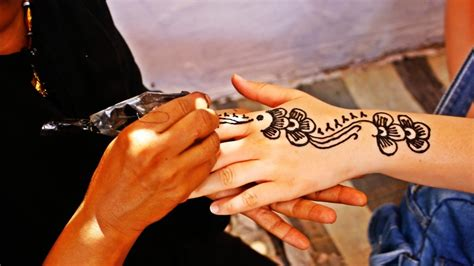 henna tattoo seattle seattle artist warns against black henna komo