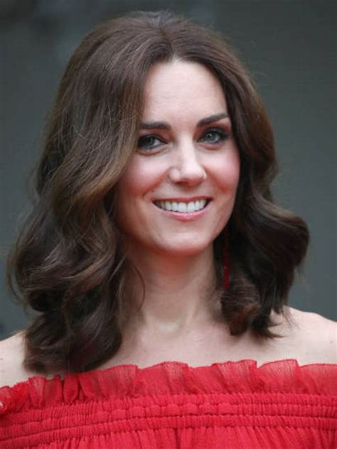 kate middleton eye color compare kate middleton s height weight hair color
